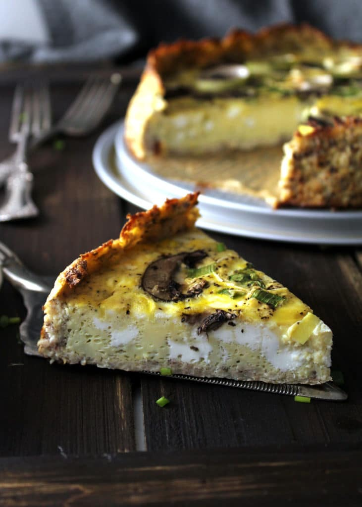 Time to change up your traditional quiche with this Cauliflower Crust Mushroom & Leek Quiche, who's crust takes it to a new level of serious flavor | via aimeemars.com | #CauliflowerCrust #Quiche #MushroomQuiche