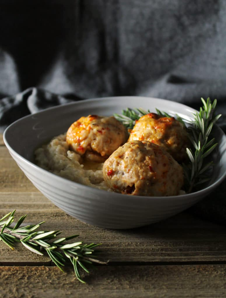 Pimento Cheese Meatballs with Brown Butter Grits are a Southern flavor explosion and a trendy dinner option for when you crave something different | via aimeemars.com | #PimentoCheese #Meatballs #BrownButterGrits #Grits