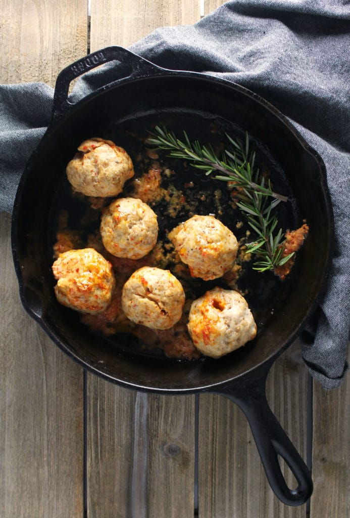 Pimento Cheese Meatballs with Brown Butter Grits are a Southern flavor explosion and a trendy dinner option for when you crave something different   via aimeemars.com   #PimentoCheese #Meatballs #BrownButterGrits #Grits