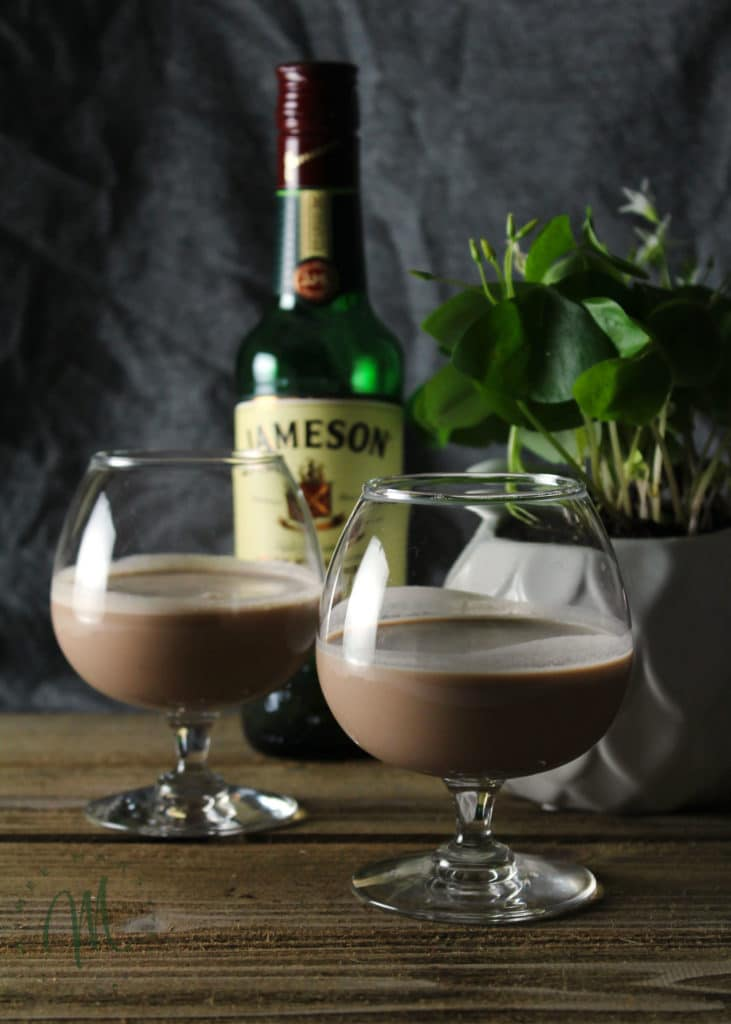Butter Pecan Irish Cream is what happens when Southern meets Irish. Sip this decadent dessert drink on St. Patrick's Day or when you crave a sweet drink | via aimeemars.com | #ButterPecan #IrishCream #StPatricksDay #DessertDrink