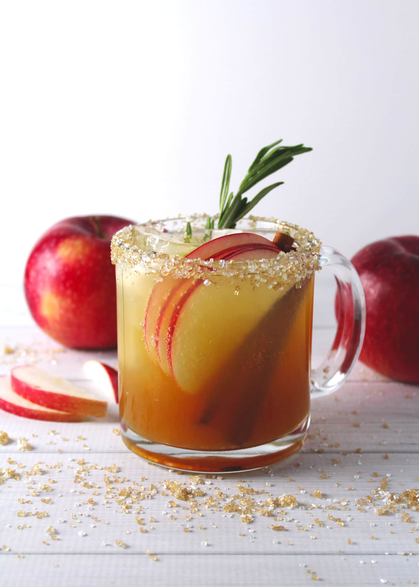 Add crispness to your fall and mix up an Apple Cider Maple Fizz cocktail. A little fizz, a lotta apple flavor, with a hint of cinnamon all in one cocktail | via @AimeeMarsLiving | #AppleCider #Cocktail #Maple