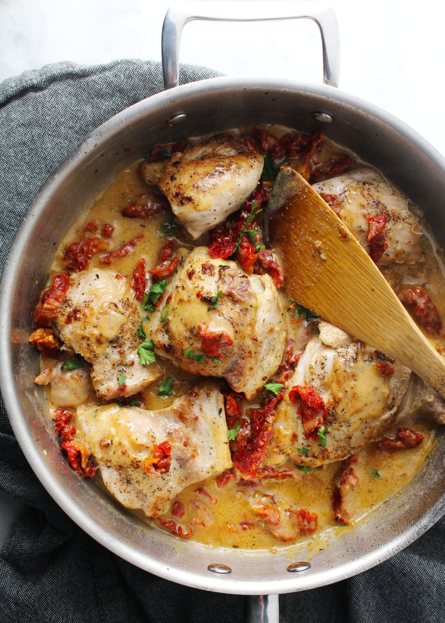 A creamy and healthy, gluten-free, dairy-free dish of easy to make Pan Seared Chicken with Sun-Dried Tomatoes. Perfect for busy weeknights | via @AimeeMarsLiving | #Sun-DriedTomatoes #Chicken #PanSeared