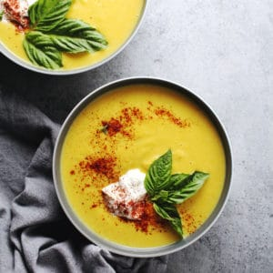 If craving a truly fall-like soup then this creamy, vegetarian Spicy Acorn Squash Soup is the answer to your seasonal dreams | via @AimeeMarsLiving | #AcornSquash #Soup #Spicy #Fall