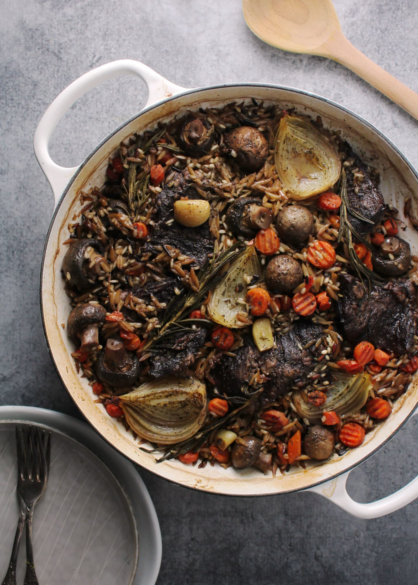 A seasonal one-pot recipe for Harvest Steak and Wild Rice. This dish makes the perfect meal for cozying up next to the fireplace on cold nights | via @AimeeMarsLiving | #Harvest #Steak #Skillet