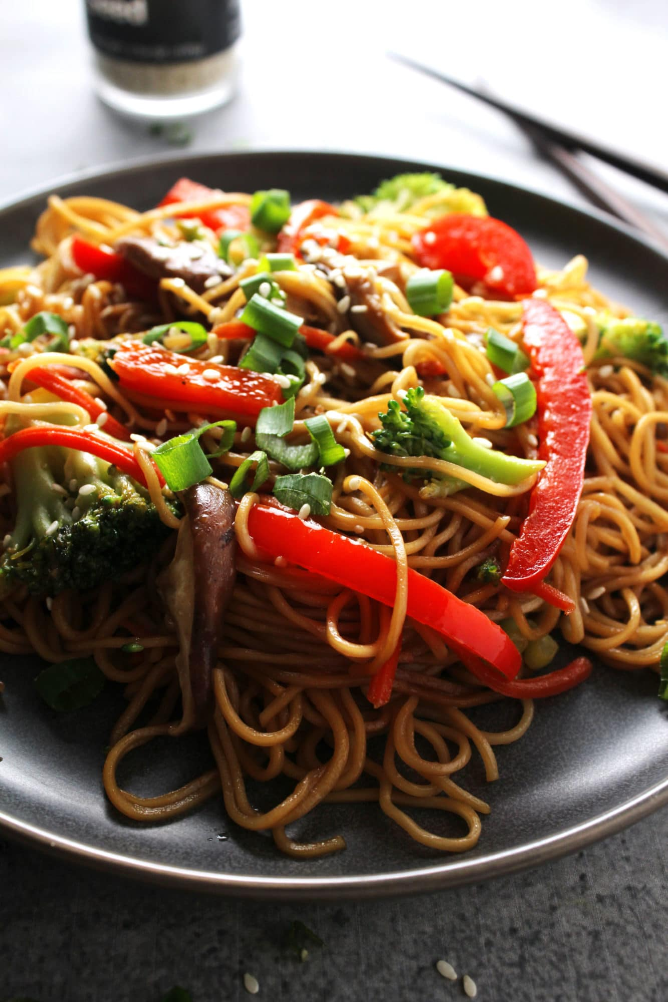 Vegetable Lo Mein is an easy no fuss, no mess, recipe perfect for busy times when you want take-out, but crave a healthier option | via @AimeeMarLiving | #Vegetable #LoMein