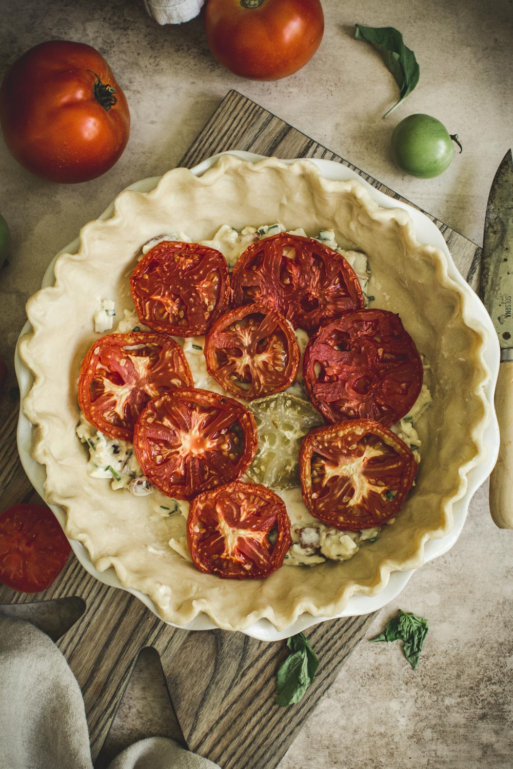 assembling the tomato pie layers