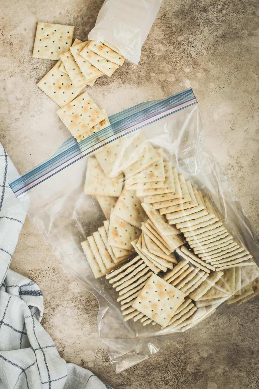 Saltine crackers in a Ziplock bag.