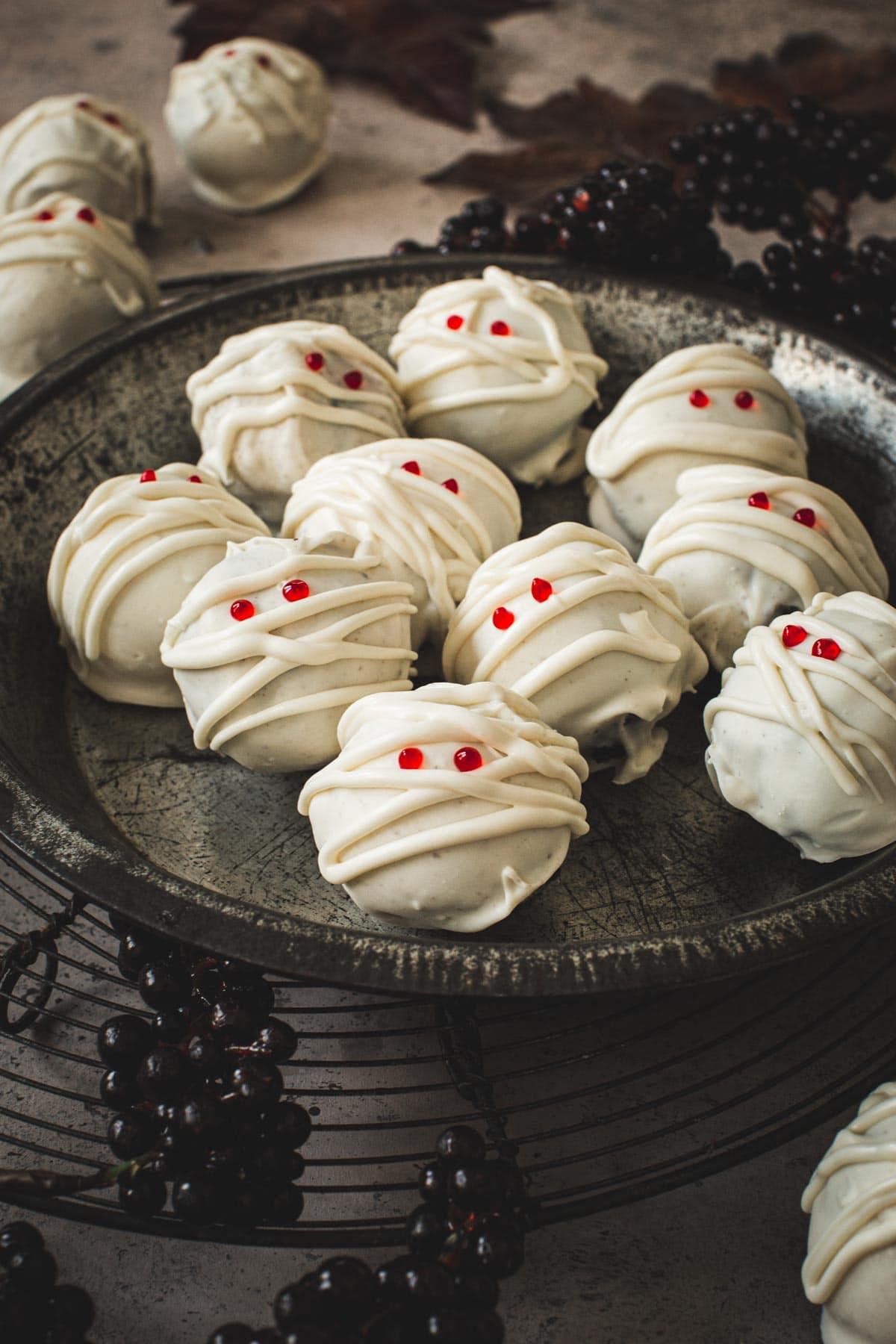 Mummy Oreo cookie balls in a metal pie tin.